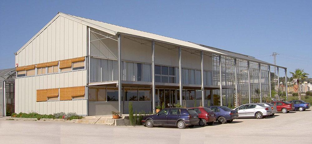 """Invernadero modelo PW que alberga oficinas y laboratorios en """"Rosas Fco. Ferrer"""", Valencia"""
