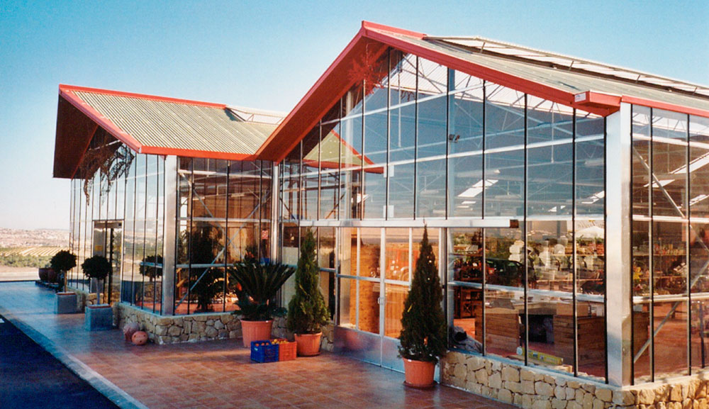 Exterior view of garden center with PW wide-span greenhouse model
